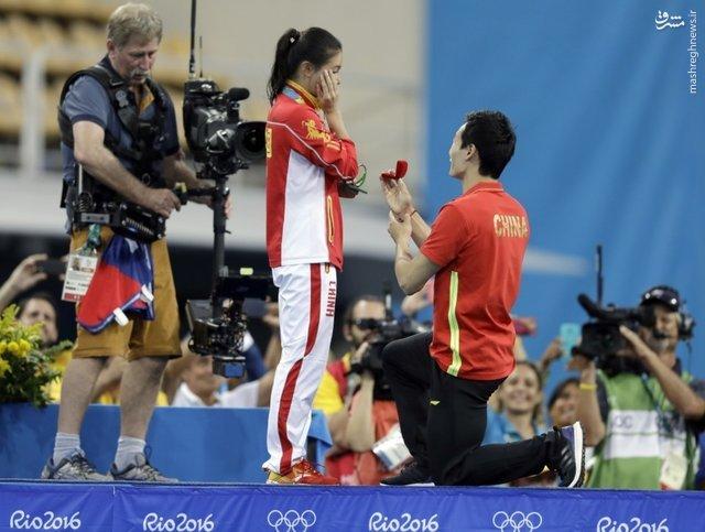 خواستگاری از قهرمان المپیکی روی سکوی مدال +عکس