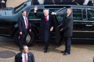هیولای بزرگ زیر پای ترامپ + عکس