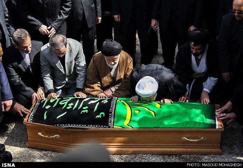 عکس: وداع روحانی با مادرش