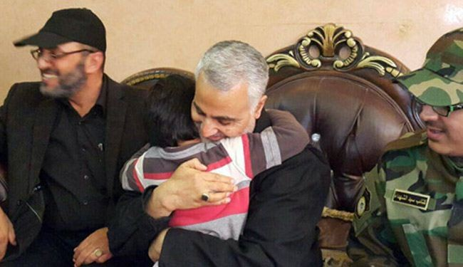صور؛ لقاء اللواء قاسم سلیمانی بأبناء قیادی عراقی شهید