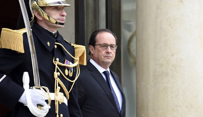 """France is at war"": François Hollande"