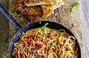 شنیسل مرغ با اسپاگتی