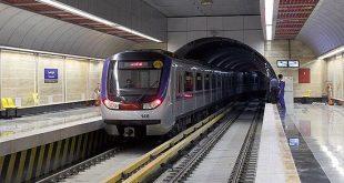 حادثهای خطرناک در قطار مترو صادقیه-کرج/ هرگز به درب قطار تکیه ندهید +فیلم
