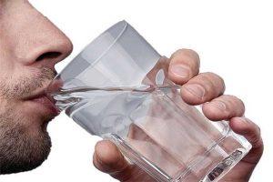 اهمیت نوشیدن آب در صبح