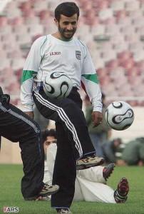کتانی NIKE در پای احمدی نژاد!