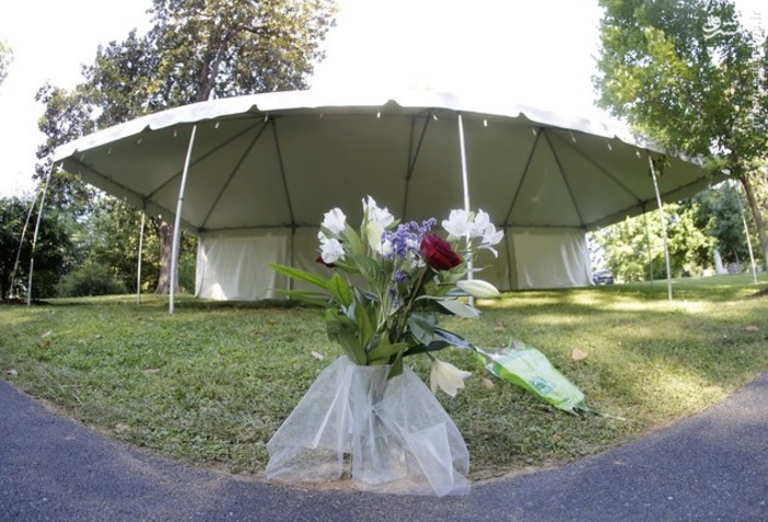 "Flowers are the only markers at the grave of boxing great Muhammad Ali Saturday, June 11, 2016, in Louisville, Ky. as the cemetery is opened to the public the day after Ali's burial. When it is installed, Ali's gravestone is to be inscribed with just ""Ali."" (AP Photo/Mark Humphrey)"